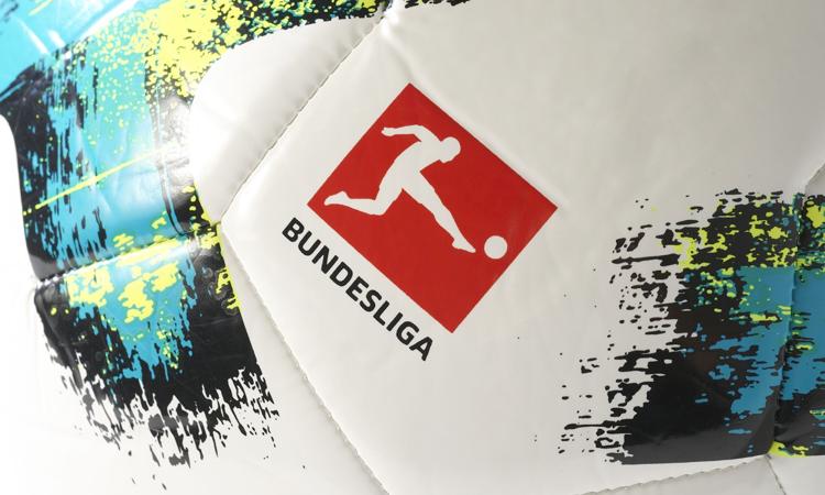 0a9e7b44765 De nieuwste Bundesliga voetbal van adidas is afgelopen week officieel  bekend gemaakt door adidas en de Bundesliga. Met deze wedstrijdbal spelen  de ...