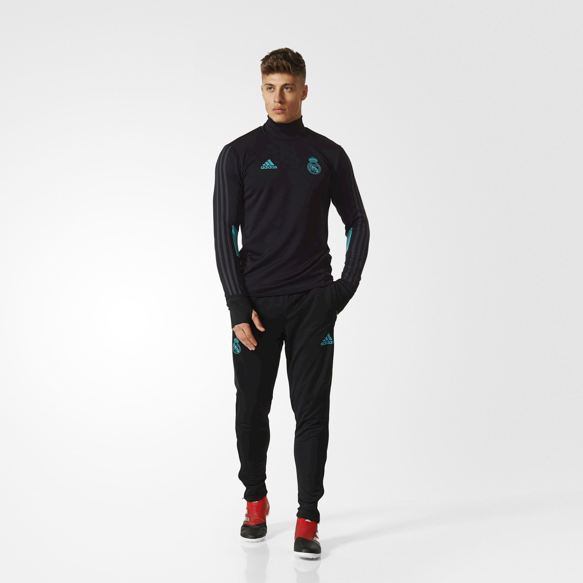 Real Madrid trainingspak 2017-2018 - Voetbalshirts.com