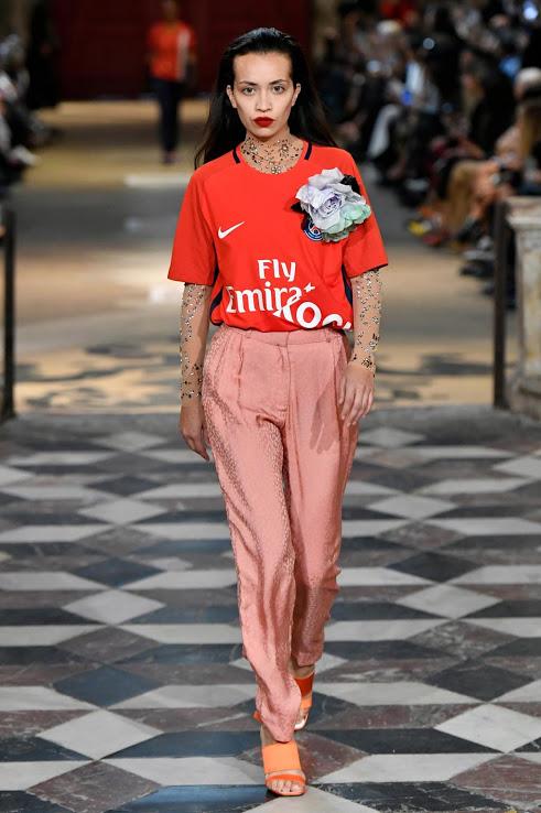 Parijs Een bloemetje van Nike Nieuws Fashion | Vrouwen