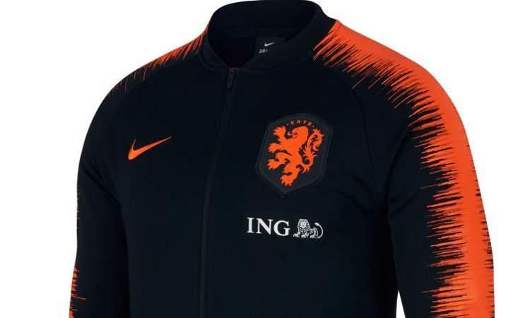 118a90f00e2 Nike lanceert zwart Nederlands Elftal anthem trainingsjack voor 2018-2019