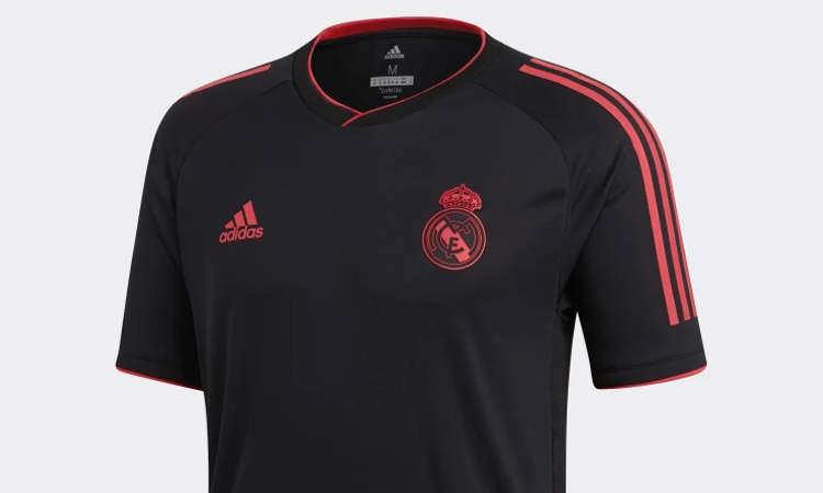 2d5086f4 Real Madrid en adidas hebben vandaag twee nieuwe trainingstenues aan de  collectie voor 2018-2019 toegevoegd. De nieuwe Champions League collectie  van de ...