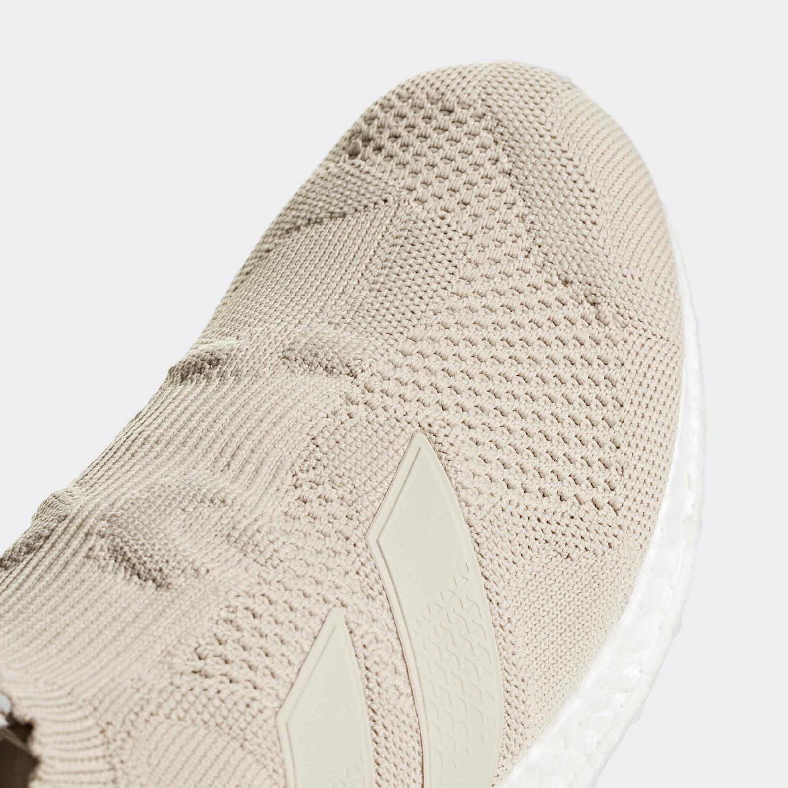 De beige adidas A16+ Ultraboost schoenen voor voet