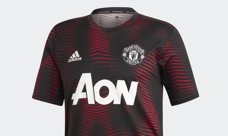 Het nieuwe Manchester United warming-up shirt en t - Voetbalshirts.com 3ccd0ad948